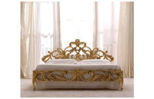 Резная кровать как главное украшение спальни в современном интерьере