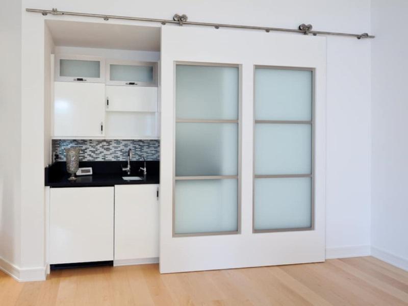 Сдвижная дверь на кухне
