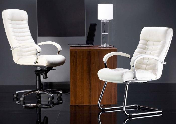 белое офисное кресло копьютерное фото